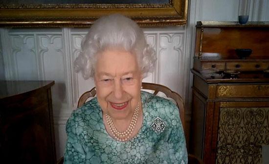 بالفيديو .. حفيدة ملكة بريطانيا تضع مولودها في الحمام بعد مخاض مفاجئ