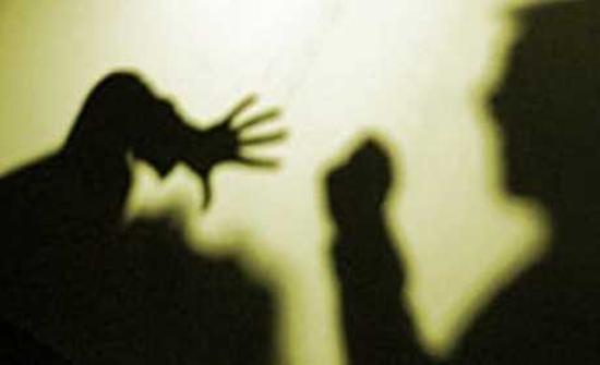 جريمة غريبة في مصر .. سألها الزوج عن أسباب تأخرها .. فقالت له: كنت أخونك مع شابين