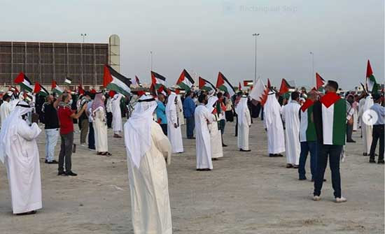 """""""لن نخذلكم"""".. وقفة في البحرين تشيد بانتصار غزة- بالفيديو"""