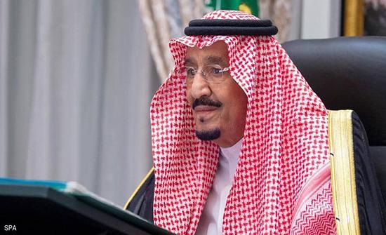 الملك سلمان للشيخ نواف: المملكة تقف مع الكويت