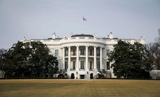 بالفيديو : فأر يسقط من سقف البيت الأبيض على صحفيين