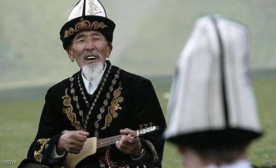 في قيرغيزستان.. الغناء الشعبي في خدمة الاقتصاد