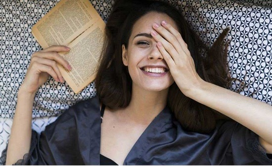 """""""الكتب المضحكة"""" صديقة نزلاء المنازل في عهد كورونا"""