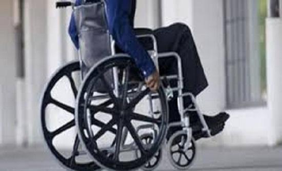 توزيع 166 كرسيا متحركا لمصابي الشلل الدماغي