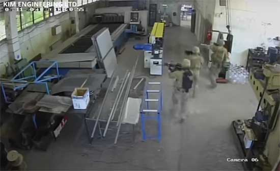 """الجنود الأمريكيون """"يستولون"""" على مصنع بلغاري .. بالفيديو"""