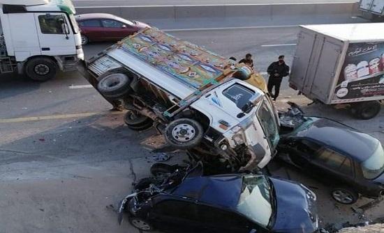 حادث مروع بين 4 مركبات على طريق الـ 100
