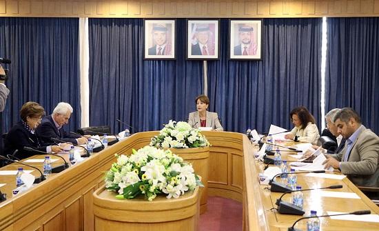 لجنة المرأة في الأعيان تؤكد أهمية تعزيز سبل تمكين المرأة لمناهضة العنف