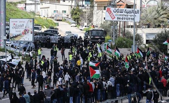المئات يتظاهرون ضد الجريمة بأم الفحم