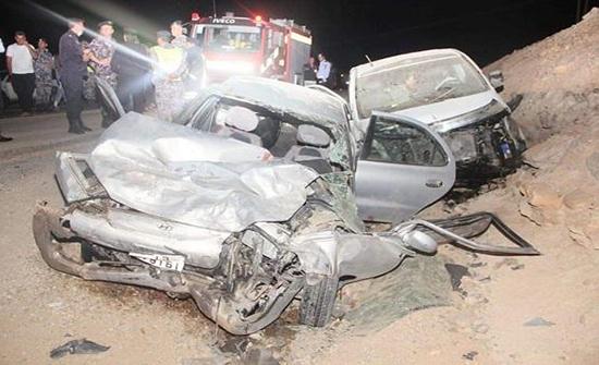 4 وفيات و5 اصابات بحادث تصادم مركبتين على طريق الحسا
