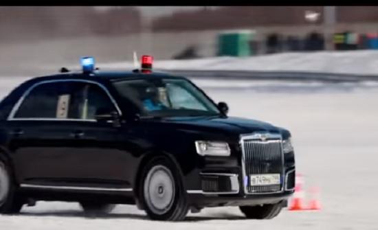 فيديو  : سباق بين سيارات الموكب الرئاسي الروسي