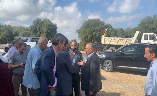 محافظ اربد يقود حملة نظافة في برقش