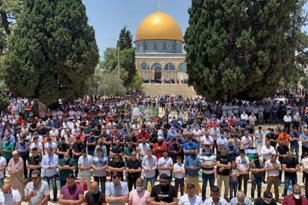 40 ألف مصل يؤدون صلاة الجمعة في رحاب المسجد الأقصى