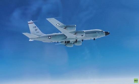 مقاتلة روسية ترافق طائرة تجسس أمريكية فوق المحيط الهادئ .. بالفيديو