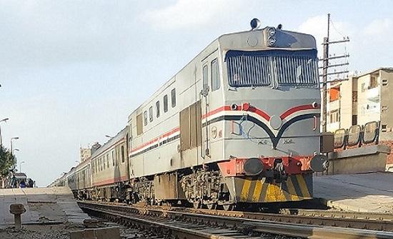 بالصورة : مصرع شاب مصري  قفز من القطار أثناء سيره هربا من غرامة التدخين!