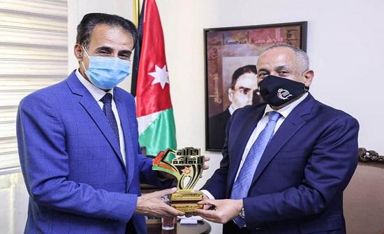 الثقافة تكرم الروائي جلال برجس لفوزه بالجائزة العالمية للرواية العربية