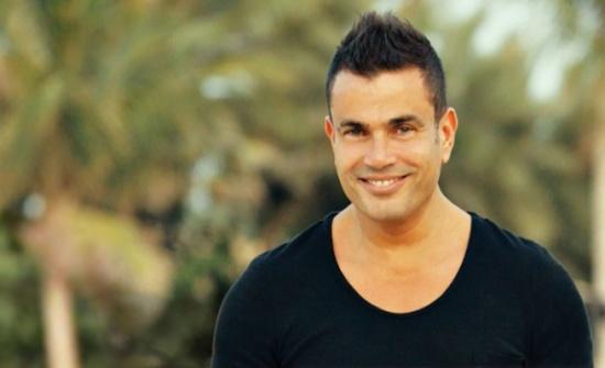 عمرو دياب بموقف إنساني لافت خلال إحدى حفلاته! (فيديو)