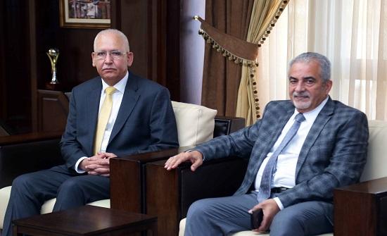 بحث التعاون بين نقابة المهندسين وجامعة عمان الأهلية