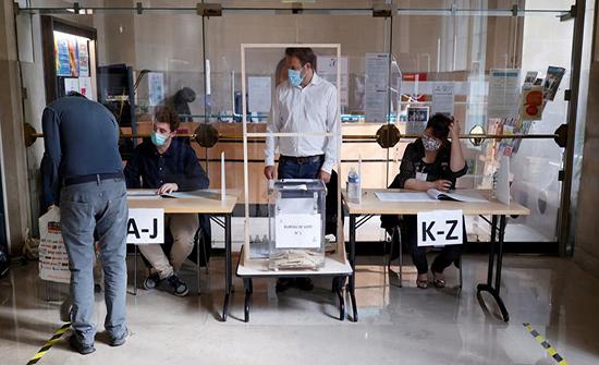 الرئيس الفرنسي يتلقى هزيمة في الانتخابات المحلية