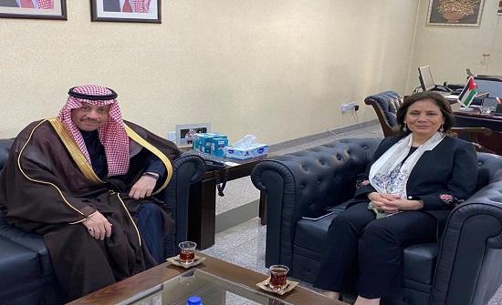 وزيرة الطاقة تلتقي السفير السعودي