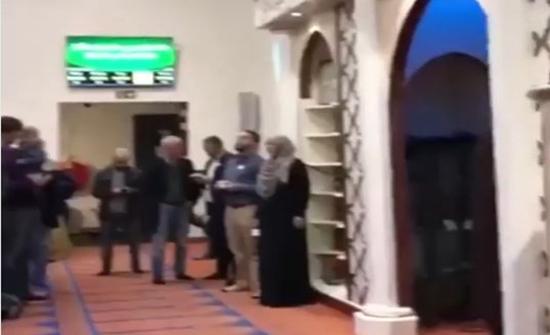 فيديو : رفع الأذان عبر مكبر الصوت لأول مرة في أمستردام