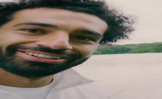 شاهدوا فيديو غريب.. حقيقة جري محمد صلاح بسرعة فائقة على سطح الماء