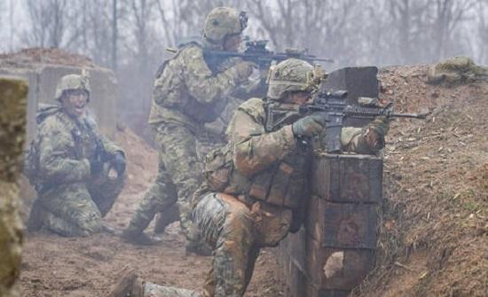 الدفاع الأمريكية ترفع درجة التأهب استعدادا لنشر قواتها في البلاد على خلفية الاحتجاجات الواسعة