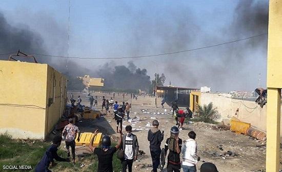 """العراق.. مواجهات دامية في الناصرية رغم """"حظر التجول"""""""