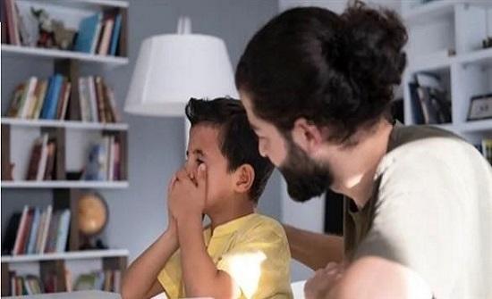 عبارات يقولها الآباء تضر بالصحة النفسية للأطفال