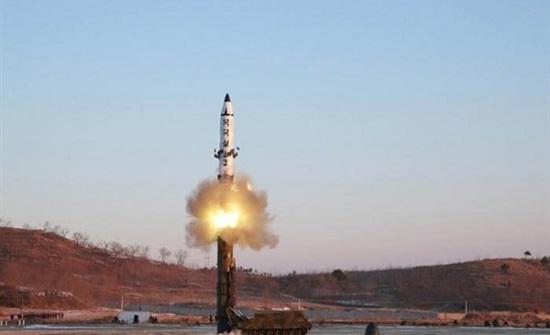 """كوريا الشمالية تطلق """"مقذوفين"""" غير محددين"""