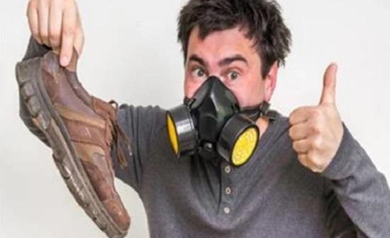 نصيحة للرجال .. تخلص من رائحة الحذاء بـ 3 طرق رخيصة