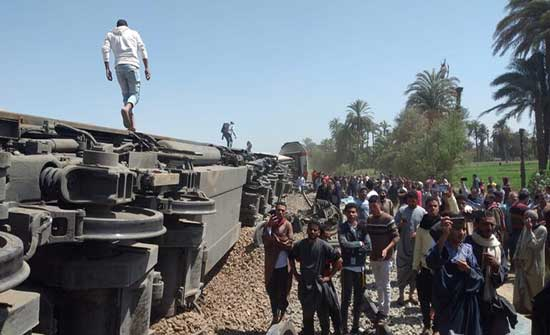 وزير النقل المصري : سائق القطار الخلفي لم يرد ولم يستجب للنداءات والإشارات
