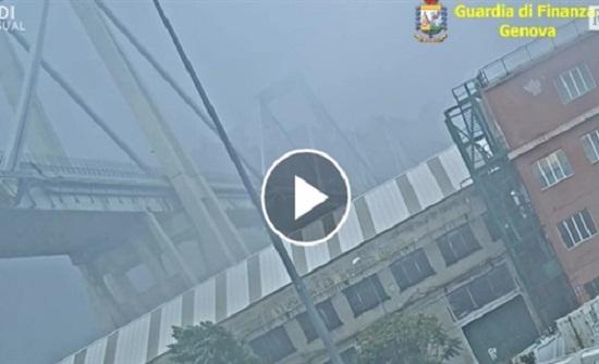 انهار جسر في جنوة الإيطالية بعدد من السيارات - فيديو