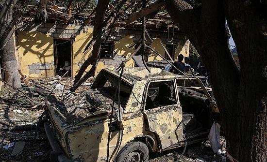 """أرمينيون يحرقون منازل وأشجارا قبل مغادرة """"كلبجار"""" الأذربيجانية .. بالفيديو"""