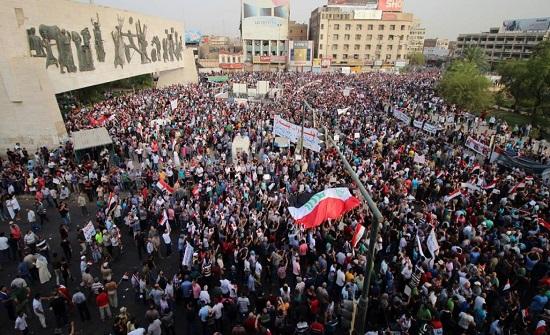 المئات من العراقيين يتظاهرون وسط بغداد للمطالبة بالإصلاح