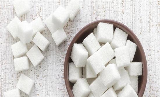 الإفراط في تناول السكر يؤثر سلباً بأدمغتنا