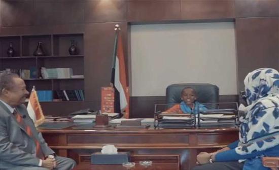 طفلة تتولى رئاسة وزراء السودان ليوم واحد: نريد فرصا متساوية للبنات
