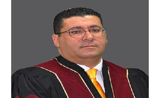 الدكتور أحمد طبية يبحث في الثقافة الرقمية