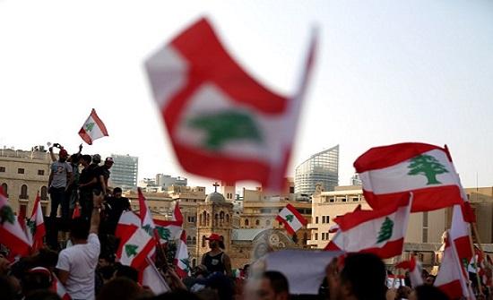 اللبنانيون يتوافدون للميادين واجتماع مرتقب لحكومة الحريري