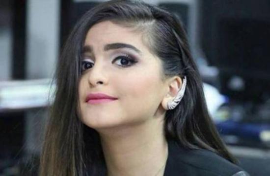 شاهد.. منى السابر تشكو عدم قدرتها على التواصل مع ابنتها حلا الترك!