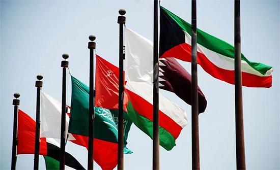 الحكومة اليمنية ترحب بفتح الحدود بين السعودية وقطر وعودة العلاقات الخليجية