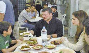 عندما أفطر الملك في مطعم هاشم في رمضان .. وتعشى الرفاعي والمجالي في شعبان !