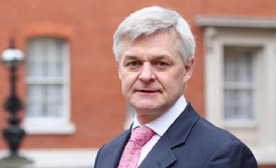 السفير البريطاني يحاضر حول ما بعد مؤتمر لندن