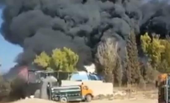 بالفيديو : حريق كبير في منطقة وادي العش الصناعية