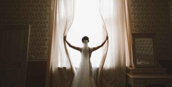 إماراتية تقاضي والدها بعد رفضه زواجها من حبيبها