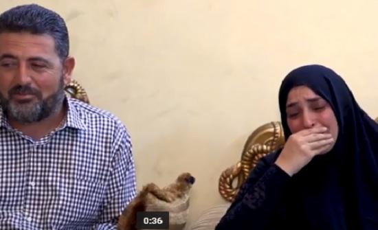 بالفيديو : من يمسح دموع هذه الام ... لقاء مع والدة ووالد المرحوم العزايزة