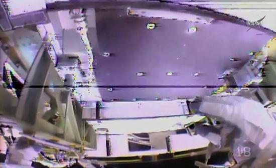 فيديو : رائدان يستبدلان بطاريات محطة الفضاء الدولية