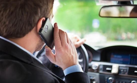 تكثيف الرقابة على مخالفة استخدام الهاتف النقال اثناء القيادة