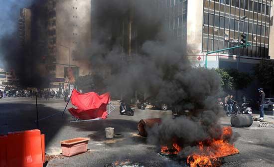 احتجاجات في لبنان بسبب الأوضاع المعيشية وارتفاع سعر صرف الدولار