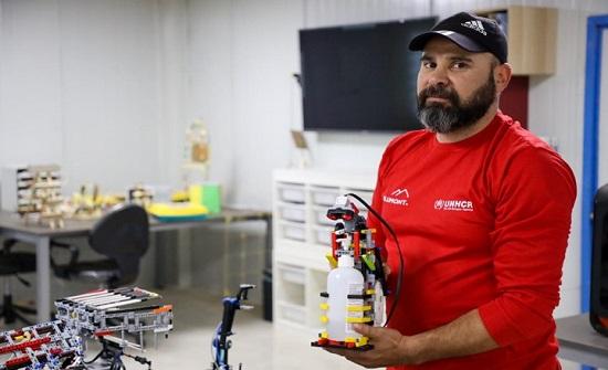 لاجئون سوريون بالأردن يبتكرون روبوتا للتعقيم لمكافحة كورونا