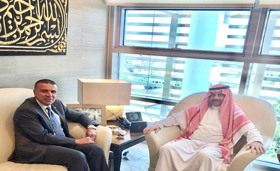 رئيس الهلال الأحمر يطلع السفير السعودي على نشاطات البعثة بالأردن